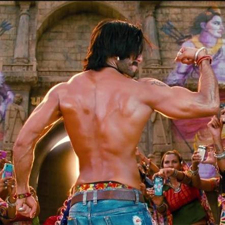 Ranveer Singh flexing it in Goliyon Ki Rasleela Ram-Leela