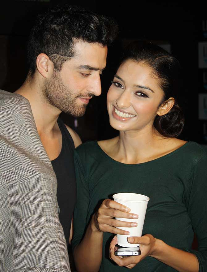 Models Rouhallah Quazim and Dayana Erappa