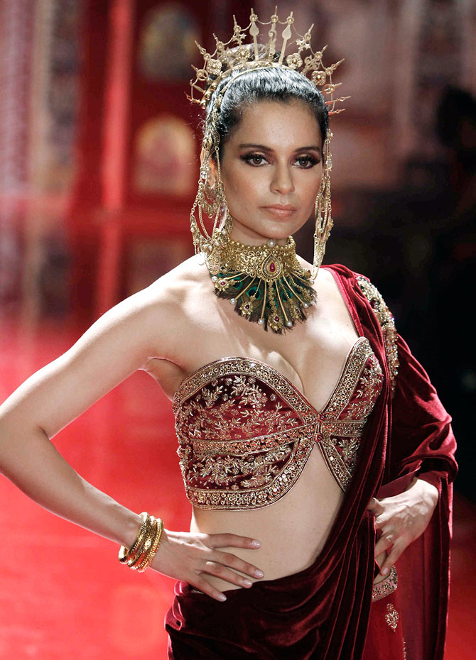 Kangna Ranaut models Azva jewellery at the Suneet Varma show.