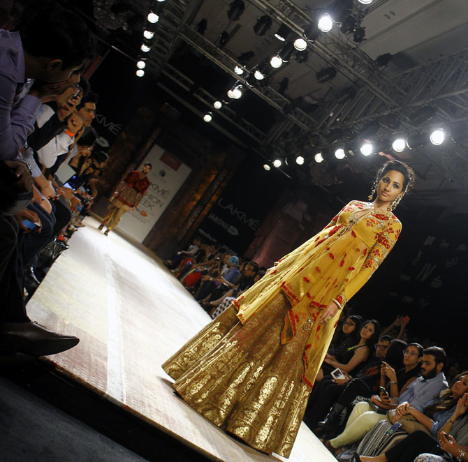 A model in Anju Modi creation.