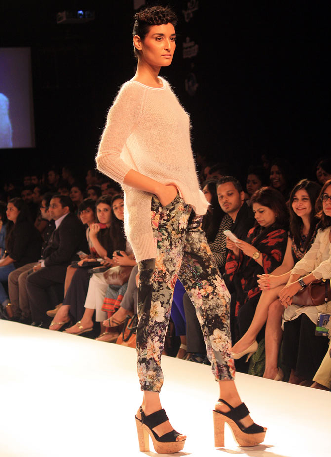 She's got the look! Kriti Sanon on the LFW runway!