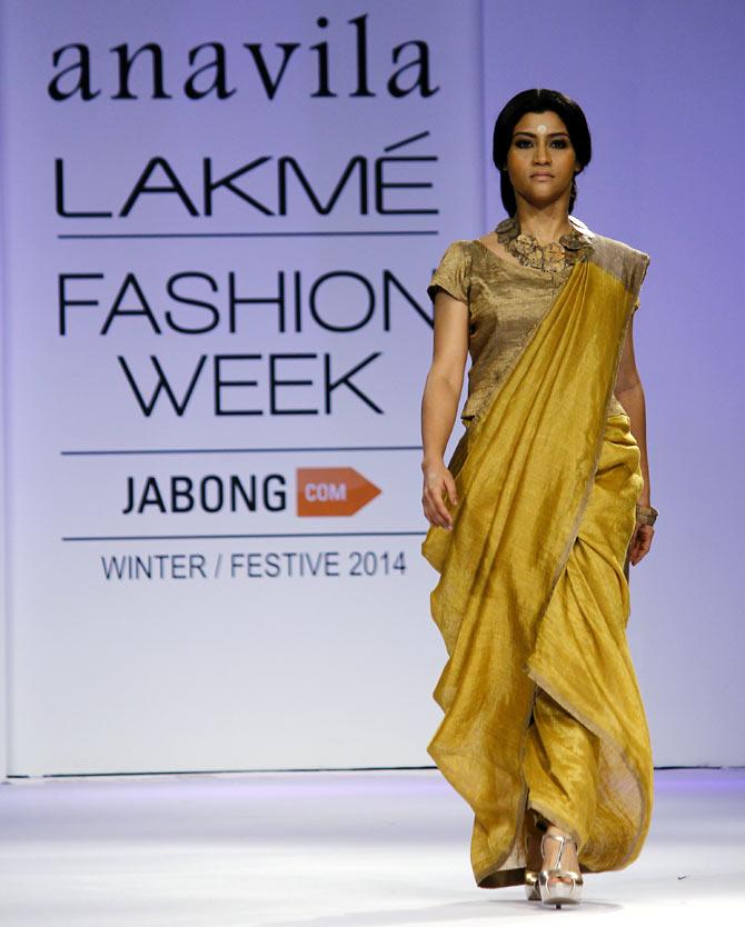 Konkona Sharma walks the ramp for Anavila Misra.