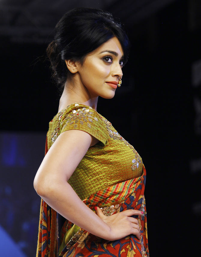 Shriya Saran is so beautiful, our hearts are racing ...