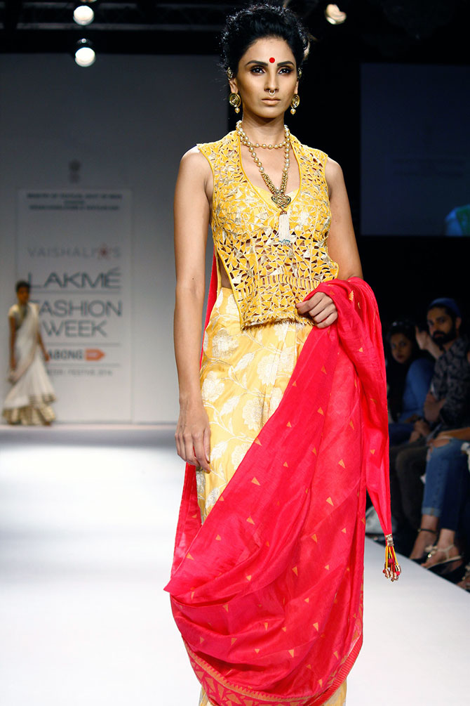 Model Meenakshi Khari in a Vaishali S creation