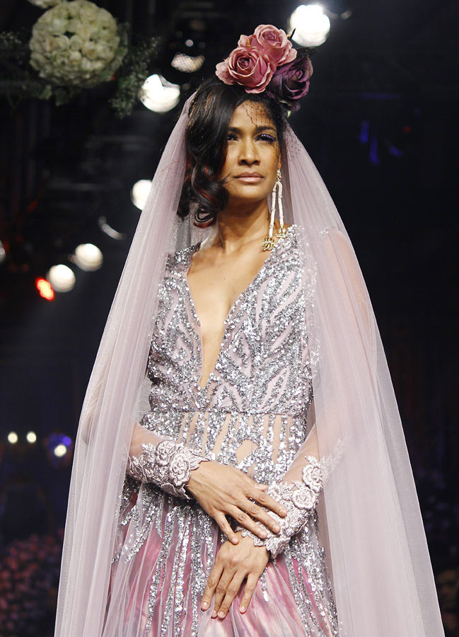 Carol Gracias walks the ramp for Manish Malhotra