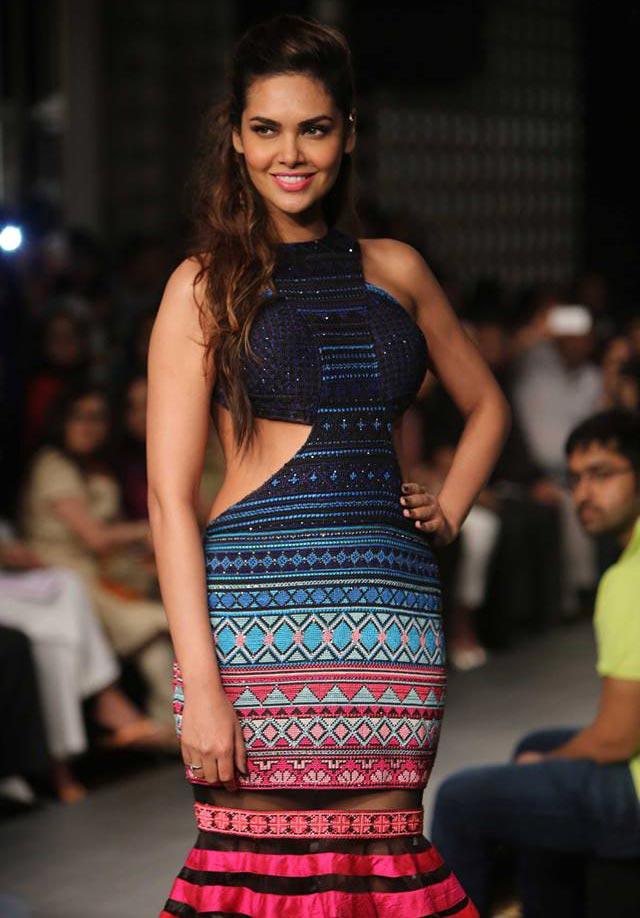 Esha Gupta walks for Neha Agarwal