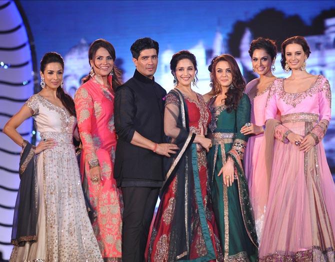 (LtoR) Malaika Arora Khan, Lara Dutta, Manish Malhotra, Madhuri Dixit, Preity Zinta, Isha Kopikkar and Evelyn Sharma