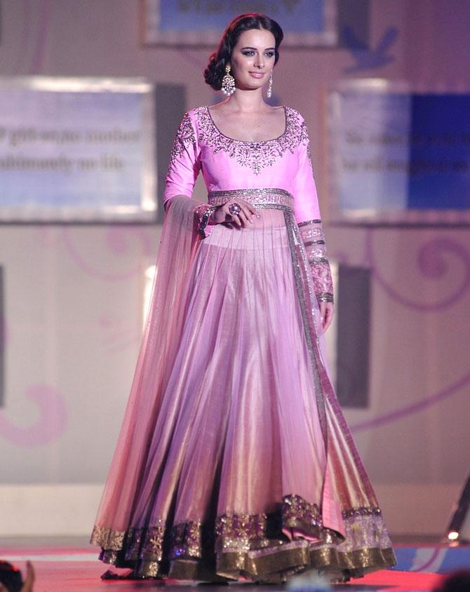 Evelyn Sharma walks for Manish Malhotra