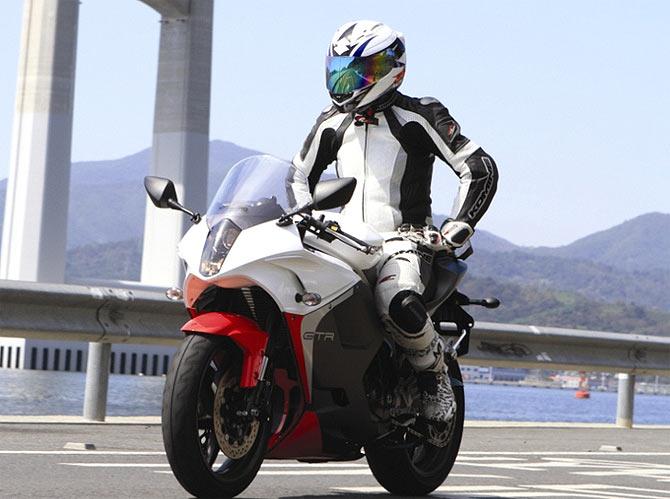 DSK Hyosung GT650R