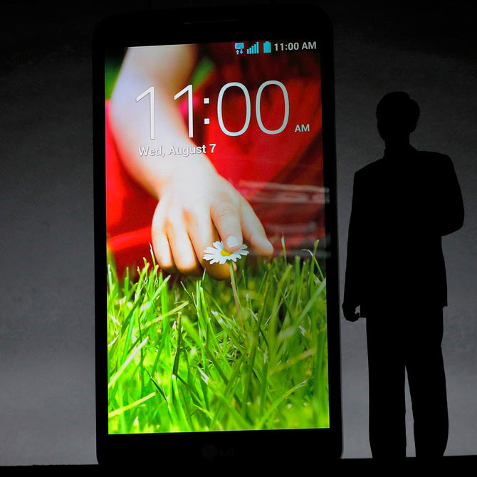 President and CEO of LG Electronics Mobile Communications Company Jong-seok Park presents the LG G2 smart phone during a news conference in New York