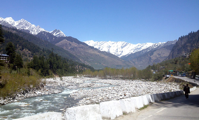 The Beas river in Manali is among the popular destinations for river rafting in India.