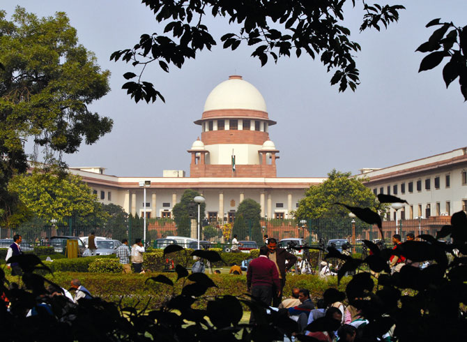 The architects of India's Supreme Court gave the building a scales of justice silhouette.
