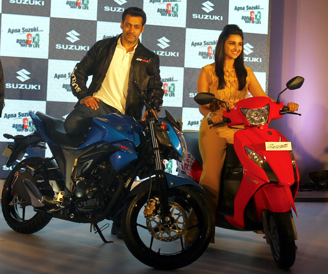 The 155cc Gixxer and the 110cc Let's with its brand ambassadors.