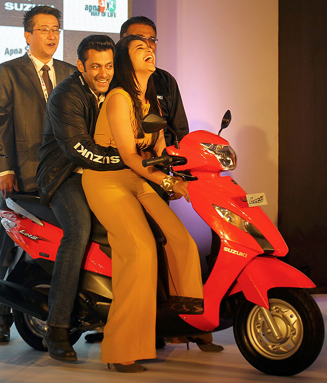 Salman gets playful with Parineeta at the launch of Suzuki bikes Gixxer and Let's.