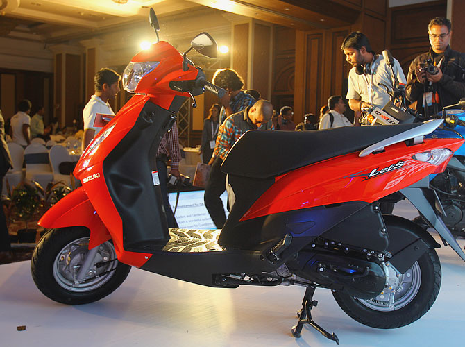 Side view of the 110cc Let's the lightest scooter to hit Indian roads.