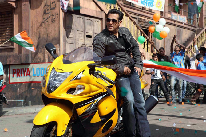 Salman Khan with the Suzuki Hayabusa in the new Suzuki Apna way of life commercial