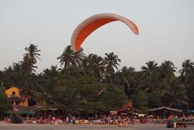 Adventure sports on the beaches in Goa