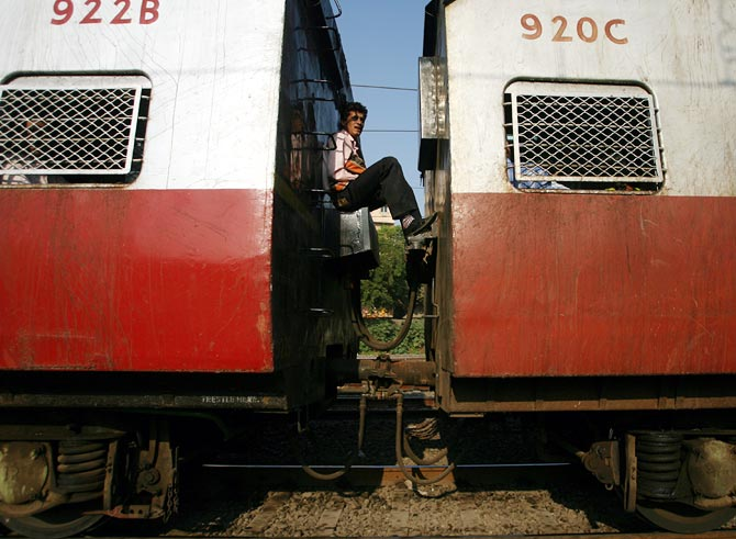 13 photographs of Mumbai local trains you must see today