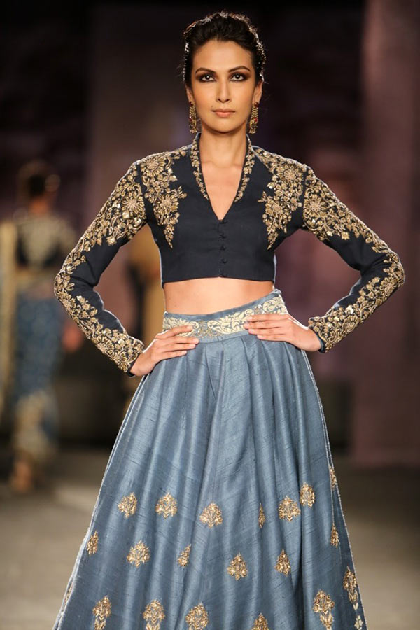 A model walks the runway for Anju Modi at the India Couture Week