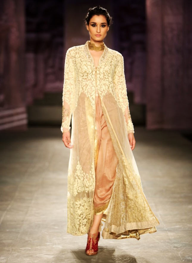 Kanishtha Dhankar walks the runway for Anju Modi at the India Couture Week.