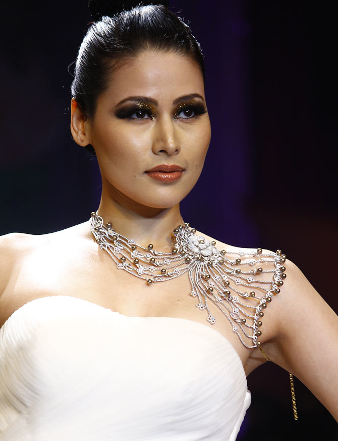 Shruti Agarwal walks the runway at the India International Jewellery Week.