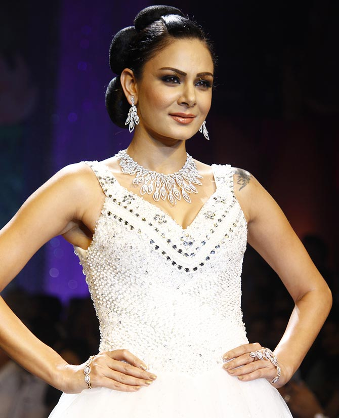 Anchal Kumar walks the runway at the India International Jewellery Week.