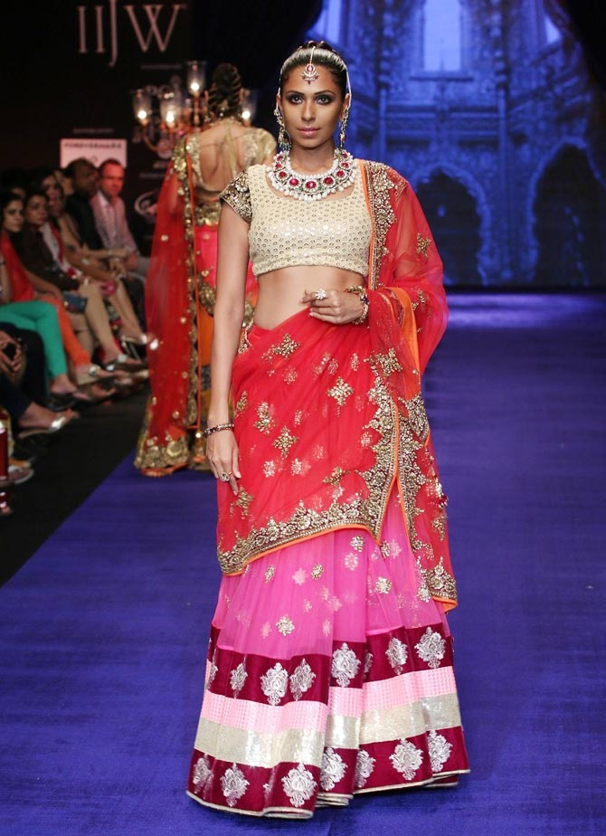 Candice Pinto walks the Runway at India International Jewellery Week