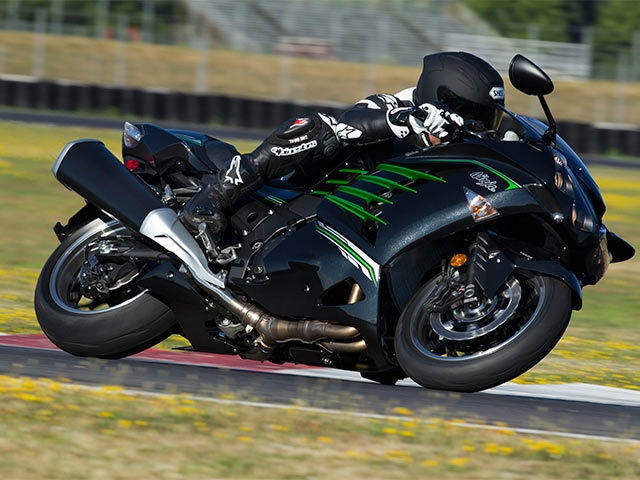 Whoa! Kawasaki ZX-14R goes from 0 to 100 in 2.8 seconds!