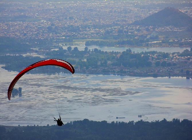 Paragliding in Srinagar