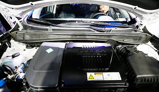 An auto show attendee checks out the interior of the 2014 Hyundai Tuscon Fuel Cell during the 2013 Los Angeles Auto Show in Los Angeles, California.