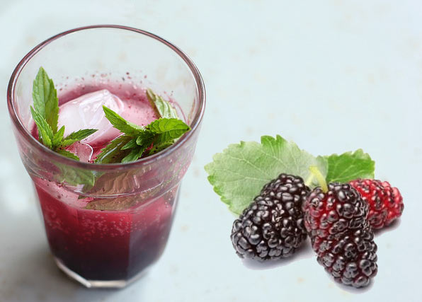 Mulberry and lemon mocktail