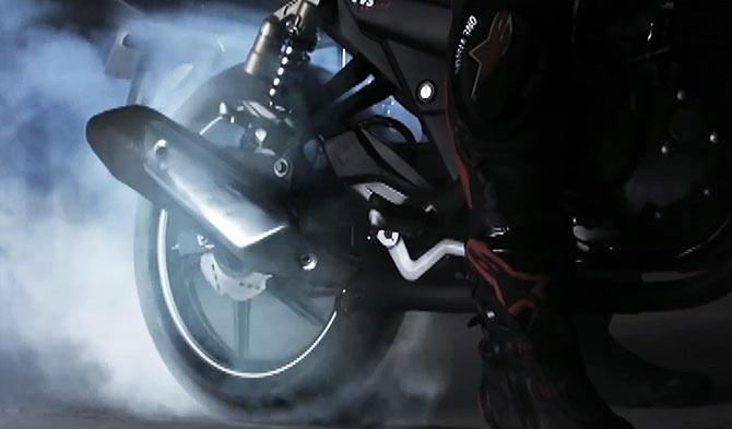 Video grab of TVS Apache RTR 180 Matte Black Edition