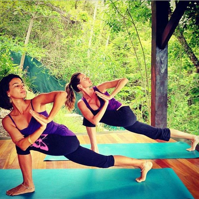 Gisele with her friend and yoga enthusiast Cristina Kalyani Paes.
