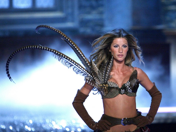 Gisele Bundchen walks the runway at the 2006 Victoria's Secret fashion show.