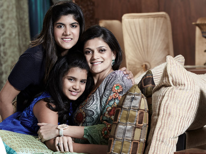 Neerja Kumaramangalam Birla with daughters Ananyashree and Advaitesha in Meri Beti Meri Shakti
