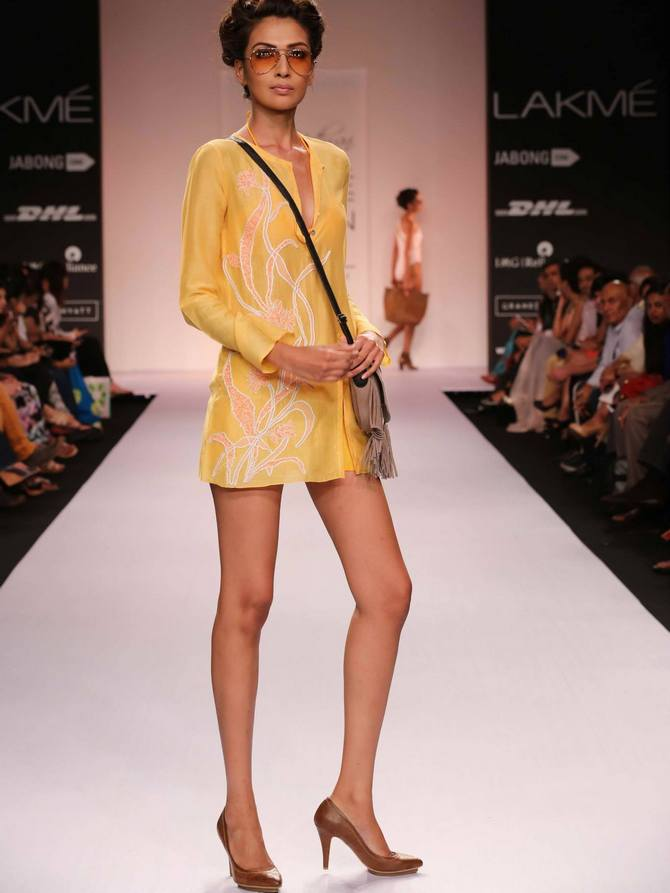 A model in a Suman Nathwani creation