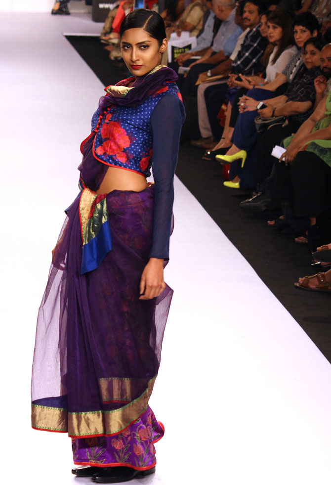 A model in a Krishna Mehta creation