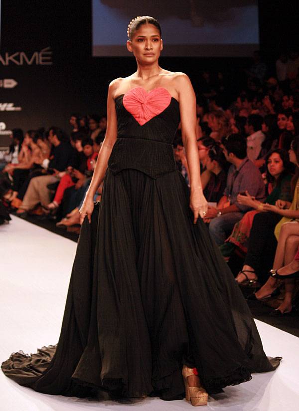Carol Gracias in a Swapnil Shinde creation