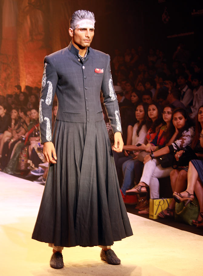 A model in a Anju Modi creation