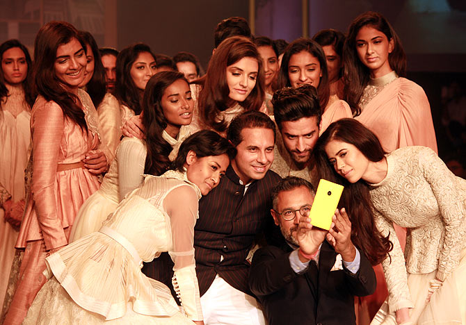 Shantanu and Nikhil try to recreate Ellen Degeneres' Oscar selfie.