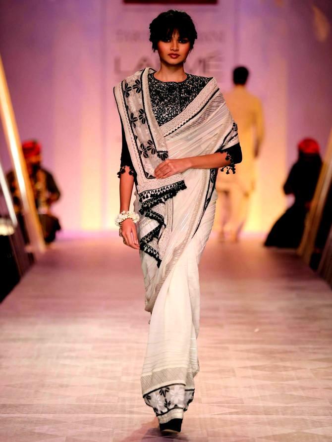 A model in a Tarun Tahiliani creation