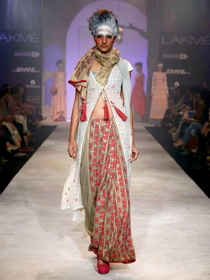 A model in an Anju Modi creation
