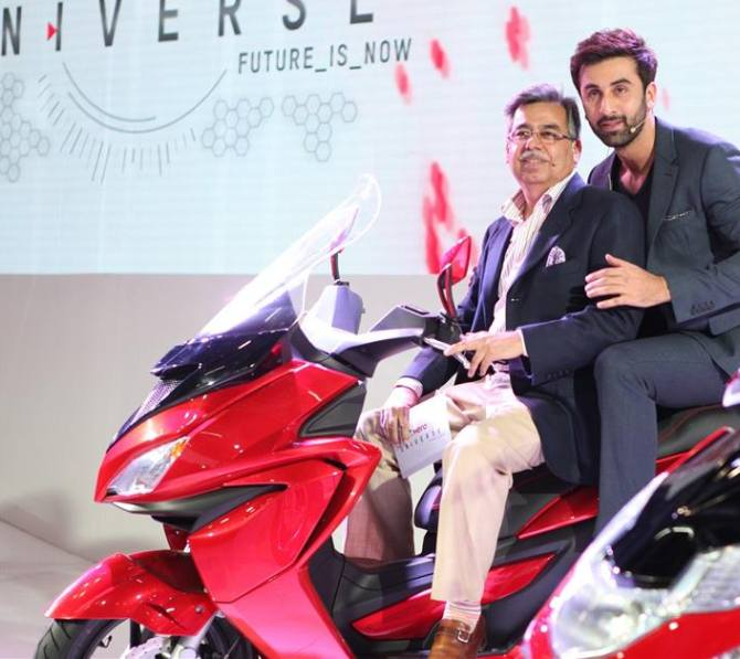 Ranbir Kapoor with Hero MotoCorp's MD and CEO Pawan Munjal at the showcasing of 125cc Dare scooter at Auto Expo 2014