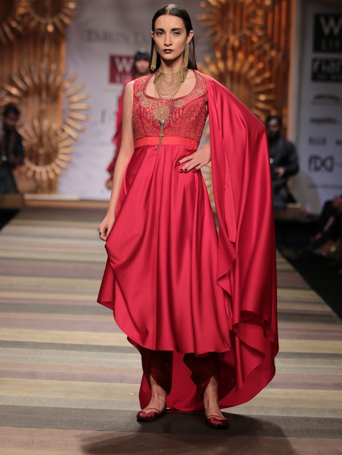 A model in a Tarun Tahiliani creation