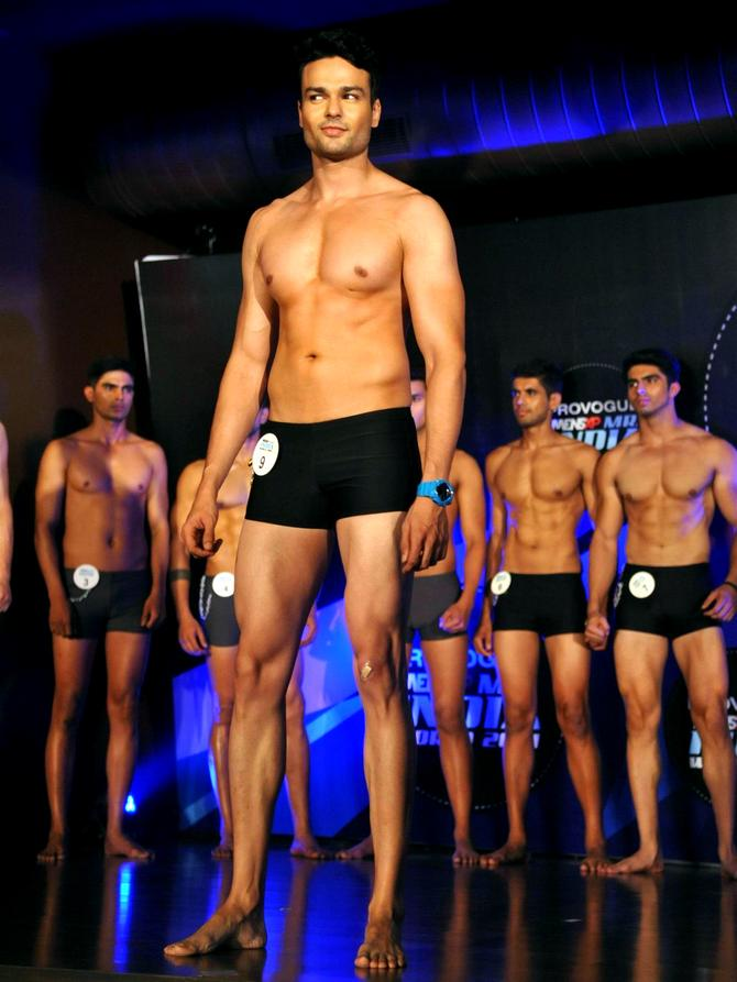 One for the ladies: Mr India contestants set the mercury soaring