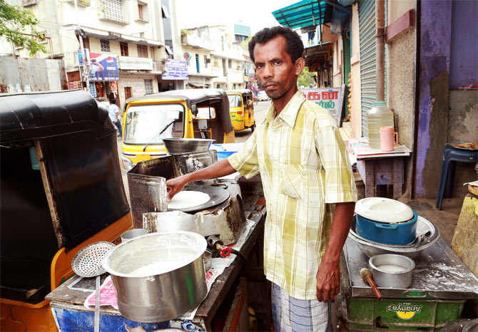 Fathima Shabana's father Shahul Hameed sells dosas and earns Rs 300 a day.