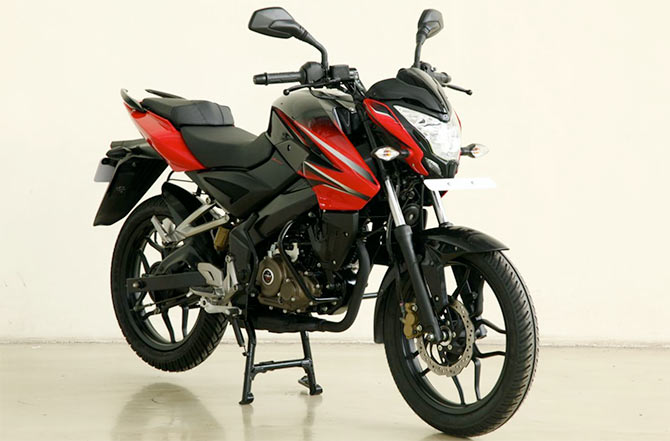 Pulsar NS 150 is Bajaj's answer to Suzuki Gixxer and Yamaha FZS!