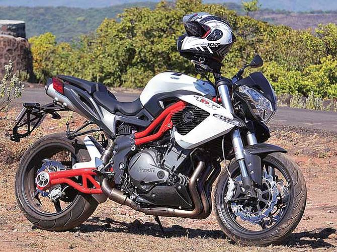 Bike Review: Kawasaki Z800 vs Benelli TNT 899