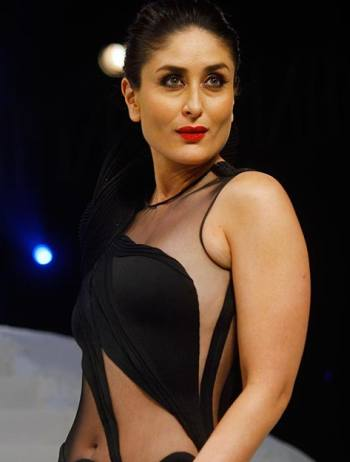 Lakme ambassador Kareena Kapoor looked spectacular as she walked for ...