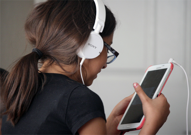 Latest News from India - Get Ahead - Careers, Health and Fitness, Personal Finance Headlines - Be warned: Is your child a gadget addict?
